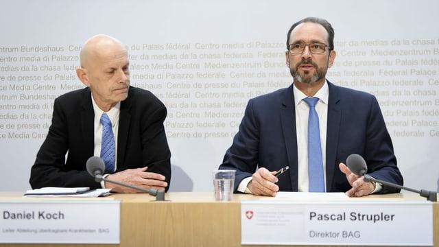 Purtret da Daniel Koch e Pascal Strupler durant la conferenza da medias.