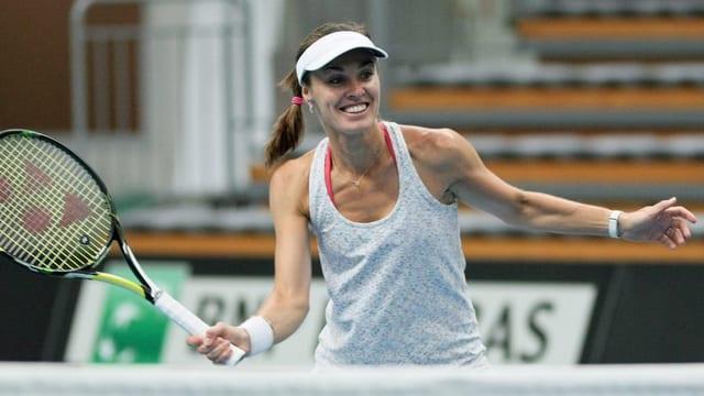 Martina Hingis vid giugar tennis.
