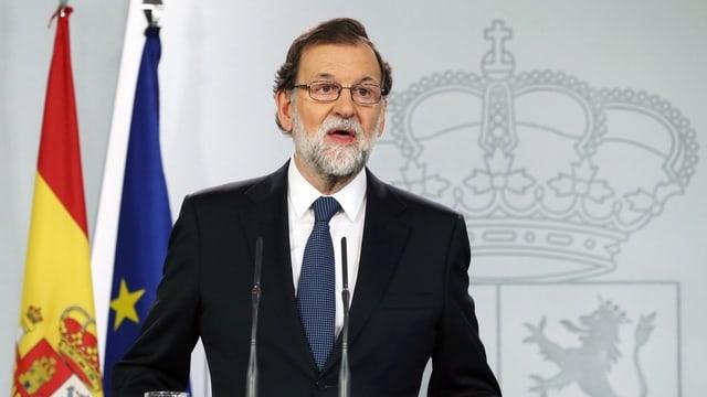 Il primminster spagnol Mariano Rajoy defenda l'agir violent da la polizia per evitar il referendum.