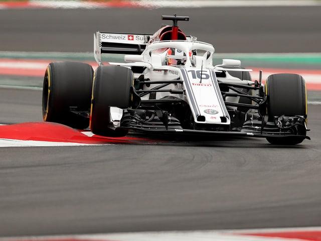 Charles Leclerc dreht im Sauber-Boliden Runden.