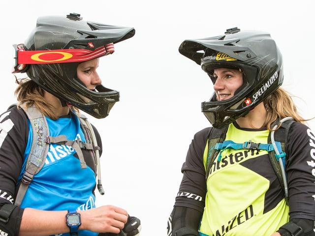 Anita und Carolin Gehrig mit Fullface Helm