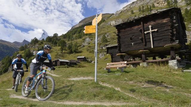 Sper mountainbikes convenziunals entaup'ins era adina pli stedi mountainbikes motorisads sin nossas sendas.