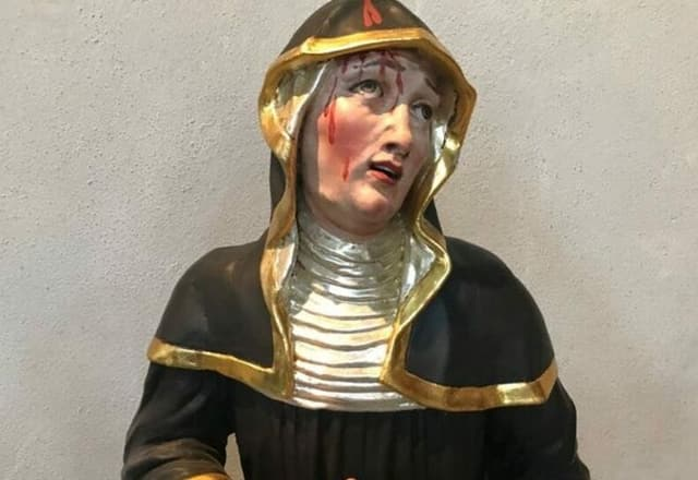 Ina statua da la sontga Wiborada