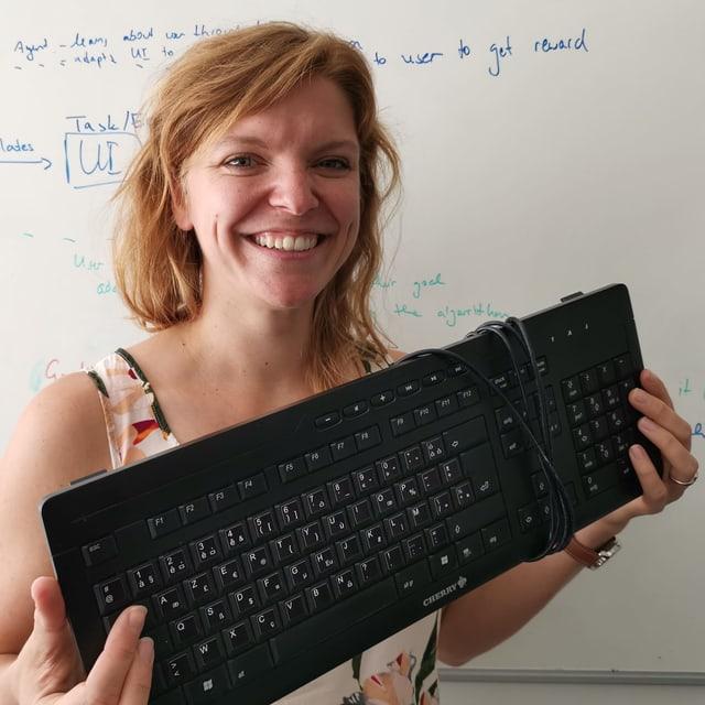 Anna Maria Feit mit der neuen französischen Tastatur.