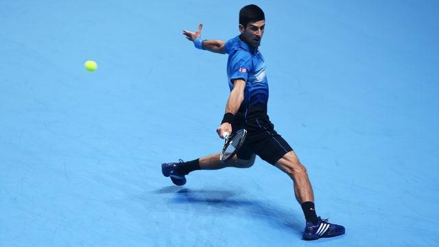 Djokovic stellt seine Beweglichkeit eindrücklich unter Beweis.
