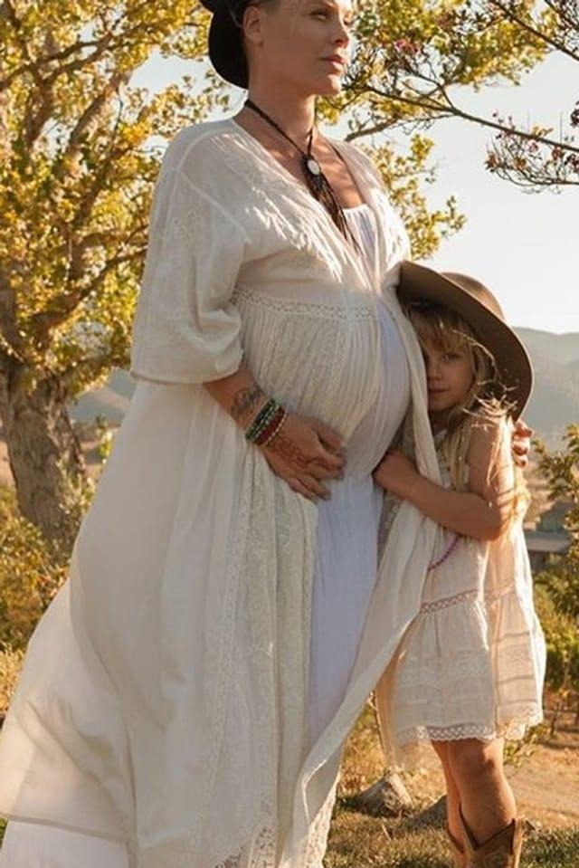 Schwangere Pink mit Tochter Willow