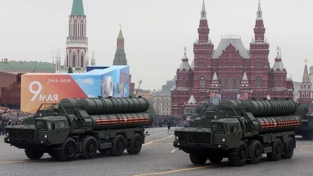 Das Raketenabwehrsystem S-400 rollt am Tag des Sieges am 9. Mai 2019 über den Roten Platz in Moskau.