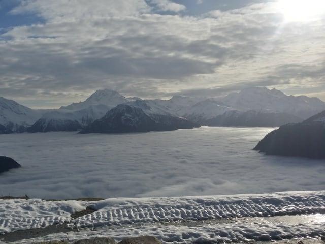 Auf der Belalp mit Ausblick auf das Nebelmeer.