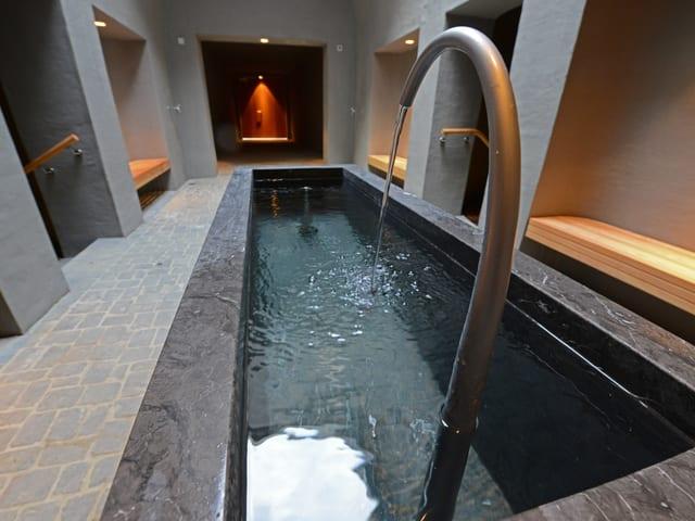 Brunnen mit Wasserbecken