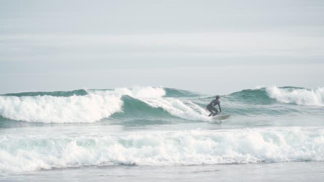 Dave reitet auf einer Welle