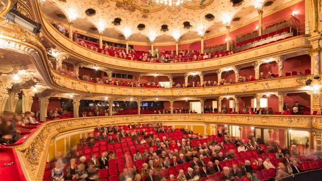 Das Zürcher Opernhaus mit Parkett und Galerie