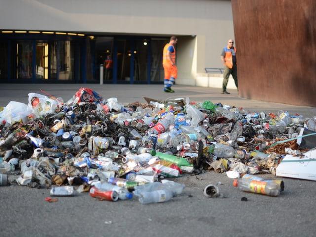 Abfallberg auf Theaterplatz, Basel