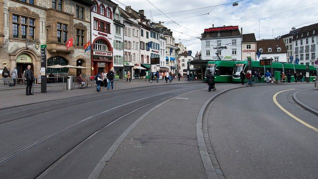 Tram-Gleise auf dem Barfüsserplatz.