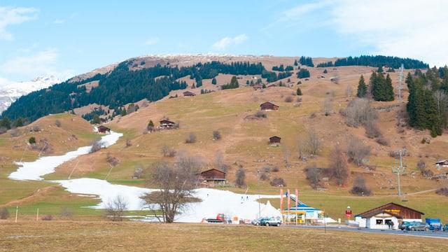 Il territori da skis da Breil cun pauc naiv.