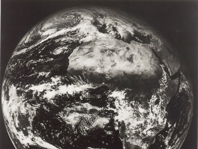 Schwarzweiss-Bild der Erde