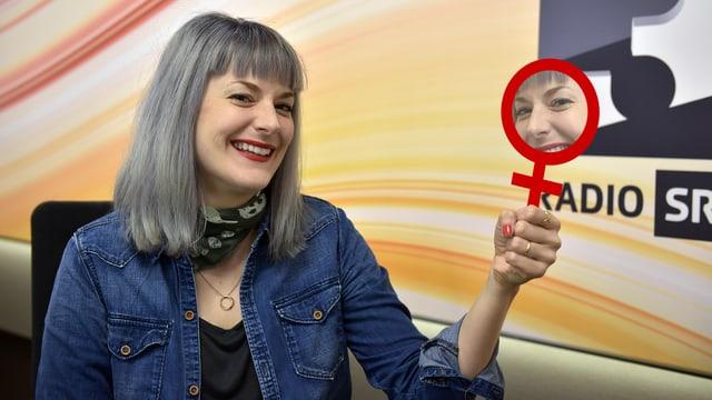 Spiegel = Frau = Venussymbol – und fertig ist die Eselsbrücke von SRF 3 Moderatorin Tina Nägeli.