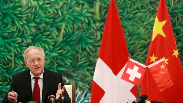 Bundesrat Johann Schneider-Ammann bei einer Pressekonferenz im Juli 2013.