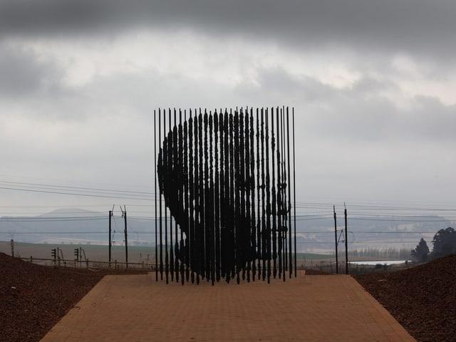 Mandela-Abbild an einem Strand