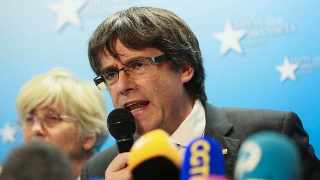 Carles Puigdemont durant ina conferenza da medias