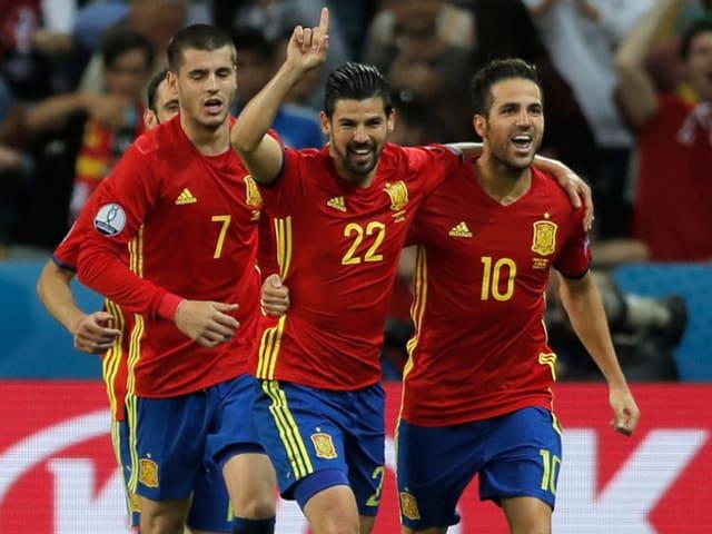 Giugaders spagnols festiveschan il prim gol da Nolito.