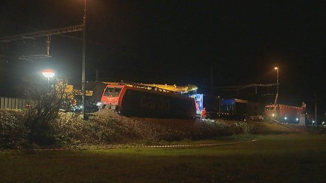 Die entgleiste Lokomotive der SBB Cargo bei Rheinfelden.