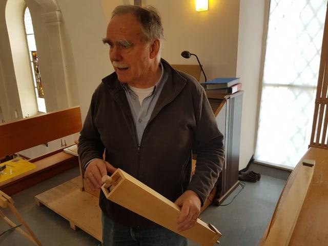 Walter Beer, l'um ch'ha sponsurà e construì l'orgla a Ruschein.