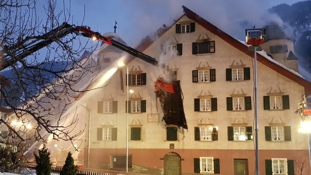 Pompiers ein vid stizzar la casa Carigiet a Trun