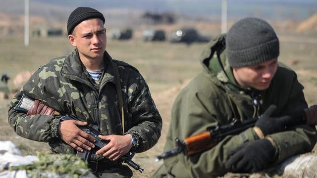 Ukrainische Soldaten haben an der Grenze zu Russland Stellung bezogen.