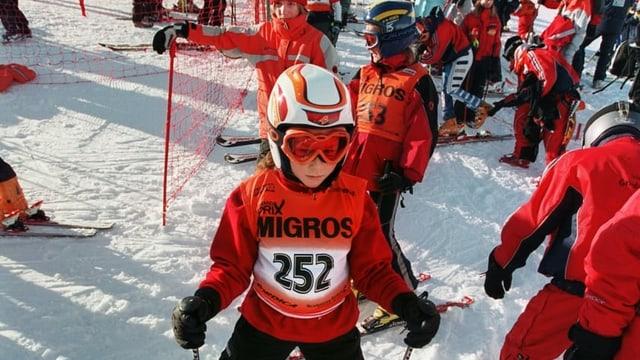 Uffants a la partenza da cursa da skis