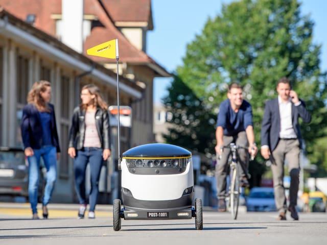 Der Roboter auf der Strasse.