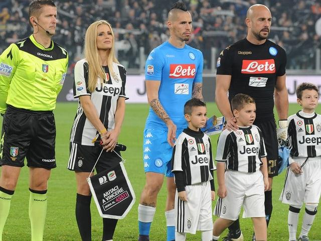 Michelle Hunziker im Juventus-Trikot.