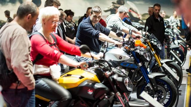 Visitaders da la «Swiss Moto» sin töfs.
