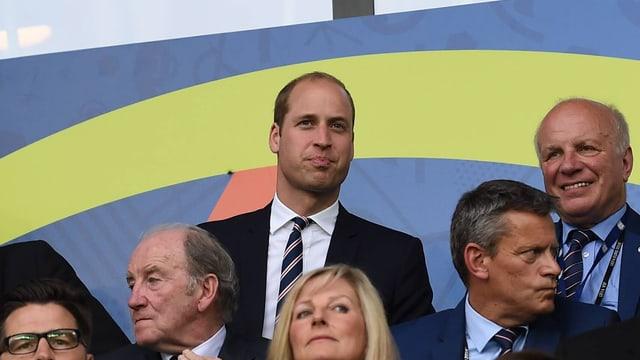 Prinz William bei einem Fussballspiel.
