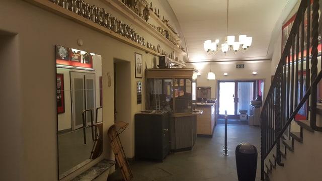 L'entrada dal kino Scala a San Murezzan.