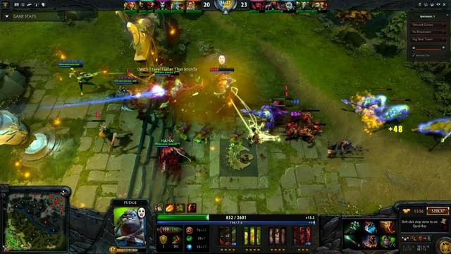 Screenshot aus dem Game: Vogelperspektive auf kämpfende Figuren.