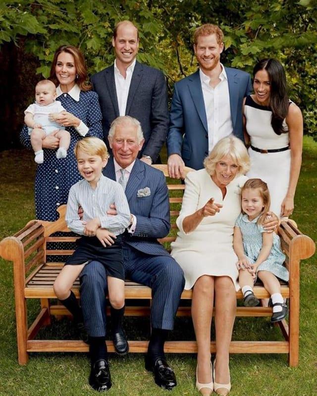 Gruppenbild von Prinz Charles seinen Kindern, Enkeln und Gattin Camilla.