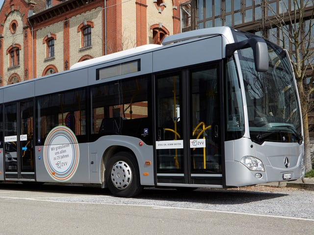 Silberner Jubiläums-Bus des ZVV