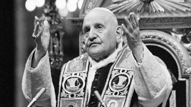 Past Johannes XXIII. bei einer Predigt.
