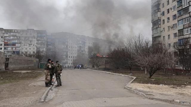 Rauch in Mariupol (reuters)