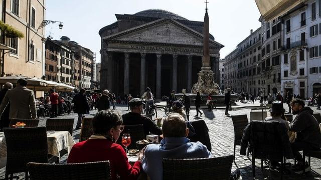 Restaurant vor dem Pantheon in Rom, 22. Februar 2021.