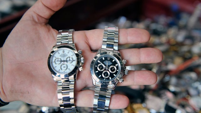 Rolex und Rolex-Imitat nebeneinander