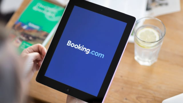 Tablet cun booking.com