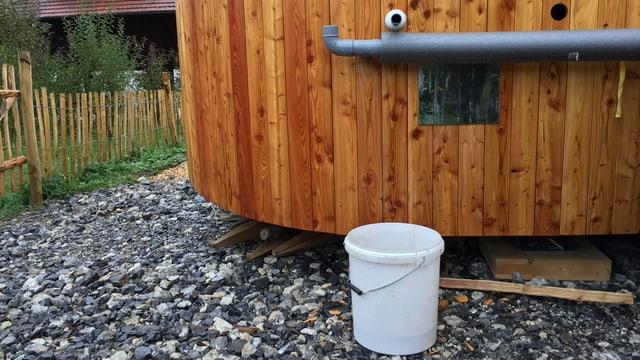 Das Kanalisationssystem eines selbstgebauten Holzhauses