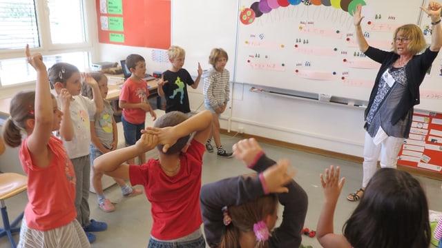 Die Deutschlehrerin im Kindergarten.