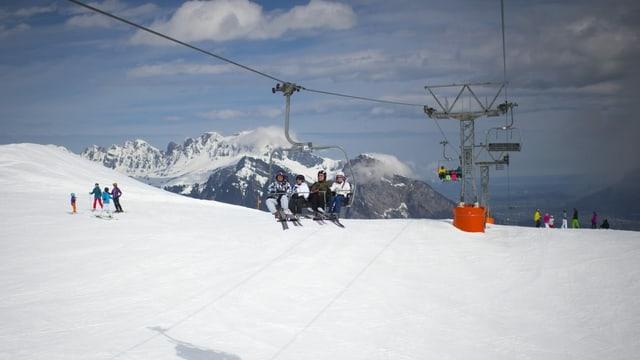 Sutgera cun skiunzs.