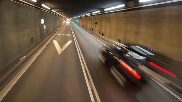 Im Innern des Gotthard-Strassentunnels
