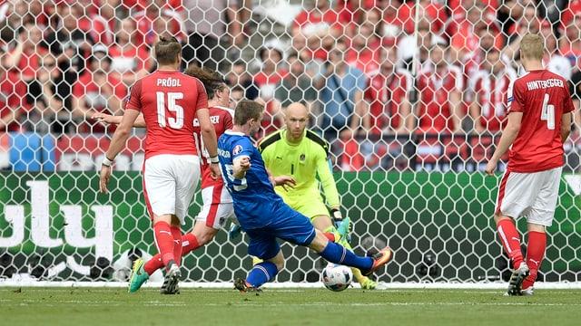 In giugader da l'Islanda sajetta in gol cunter ils Austriacs