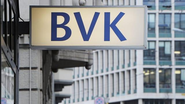 Schild beim Hauptsitz der BVK in Zürich.