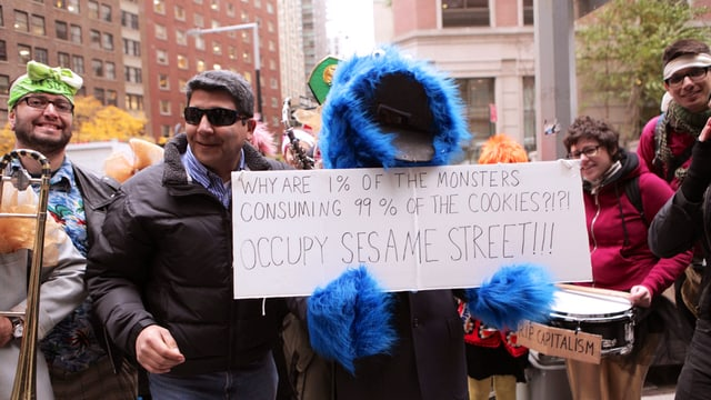 verkleidete Demonstranten während der Occupy Wallstreet Demonstration in New York