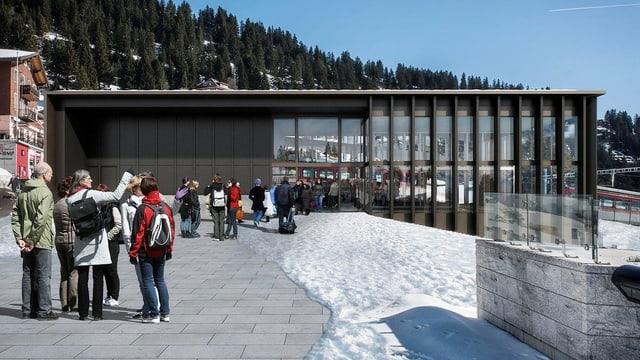 Das Modell zeigt den künftigen Bahnhof mit viel Glas.